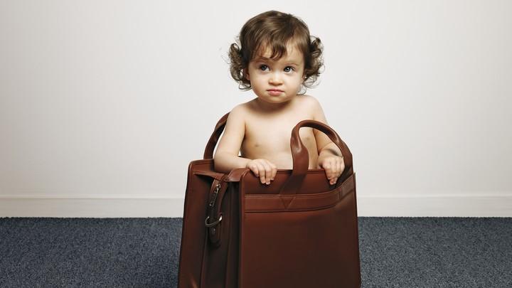ребенок в сумке